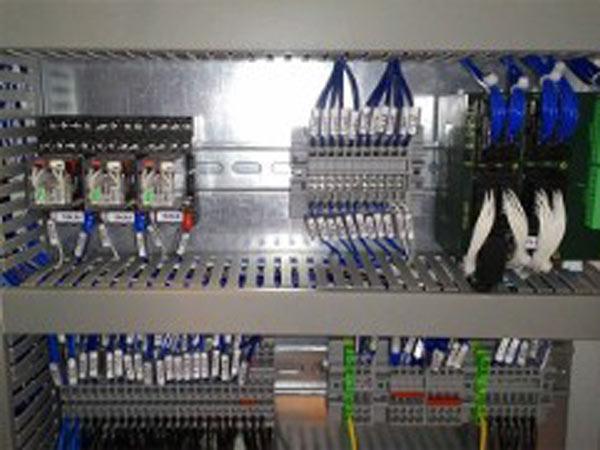 Montaggio-quadri-comando-automazione-suzzara